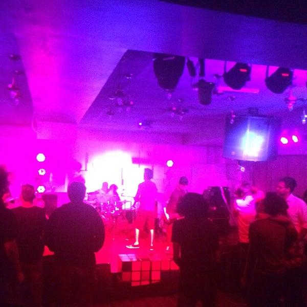 รูปภาพถ่ายที่ Indigo Live - Music Bar โดย Anand H. เมื่อ 10/30/2016