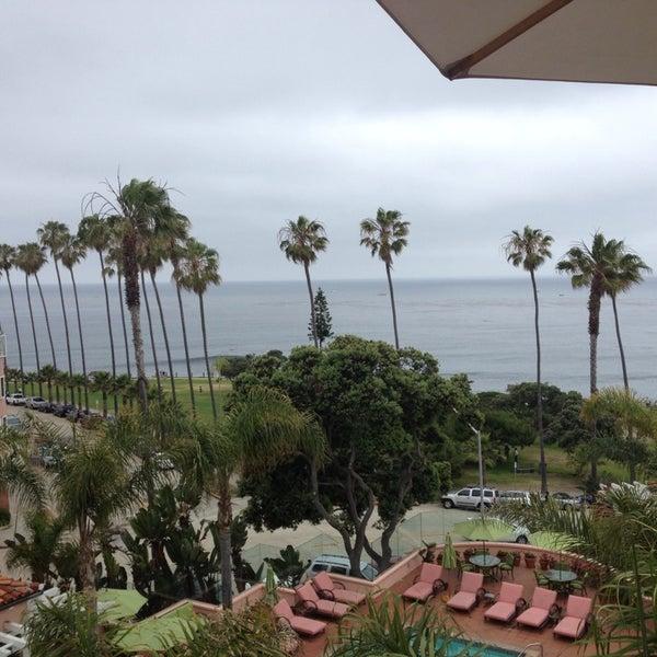 Снимок сделан в La Valencia Hotel пользователем Richard C. 6/2/2013