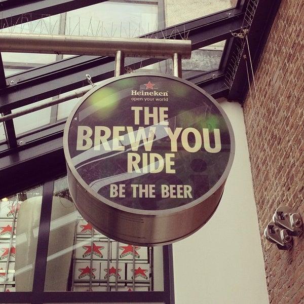 Das Foto wurde bei Heineken Experience von Ricardo A. am 2/26/2013 aufgenommen