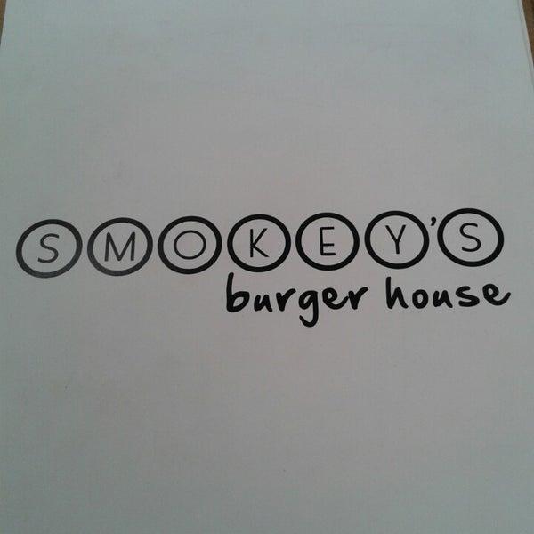 6/29/2013에 Carlos C.님이 Smokey's Burger House에서 찍은 사진
