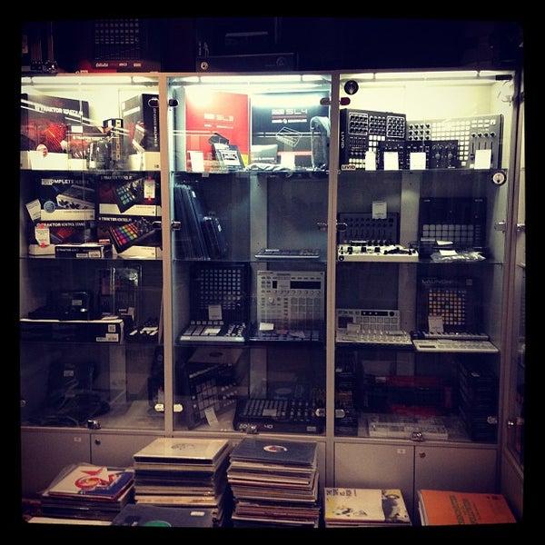 10/9/2013에 Сергей П.님이 Baza Record Shop에서 찍은 사진