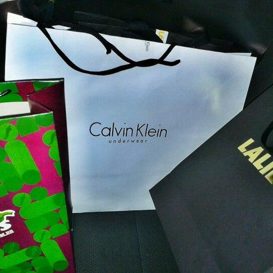 Photo taken at Calvin Klein Jeans by Samuel K. on 11 4 2012 89f1115136