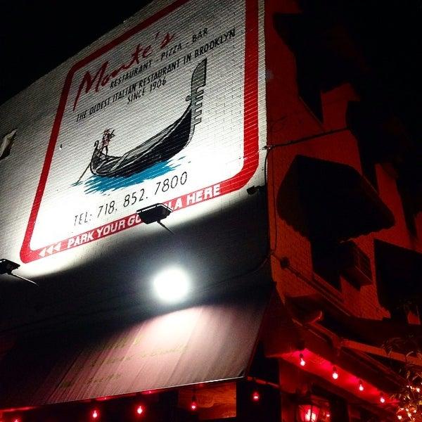 Foto diambil di Monte's Restaurant oleh David K. pada 8/3/2014