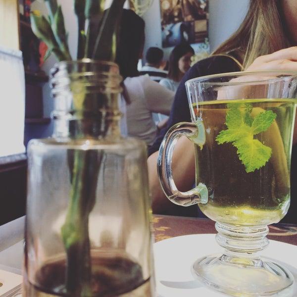 Foto diambil di Café Ambrosio oleh Anna M. pada 11/3/2015
