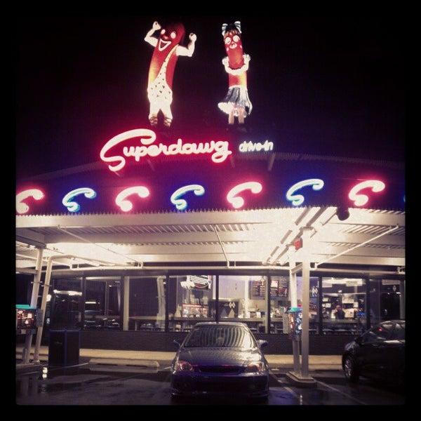 Снимок сделан в Superdawg Drive-In пользователем Joe M. 10/26/2012