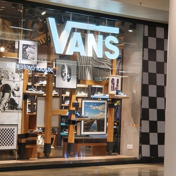 Vans - Shoe Store in La Défense