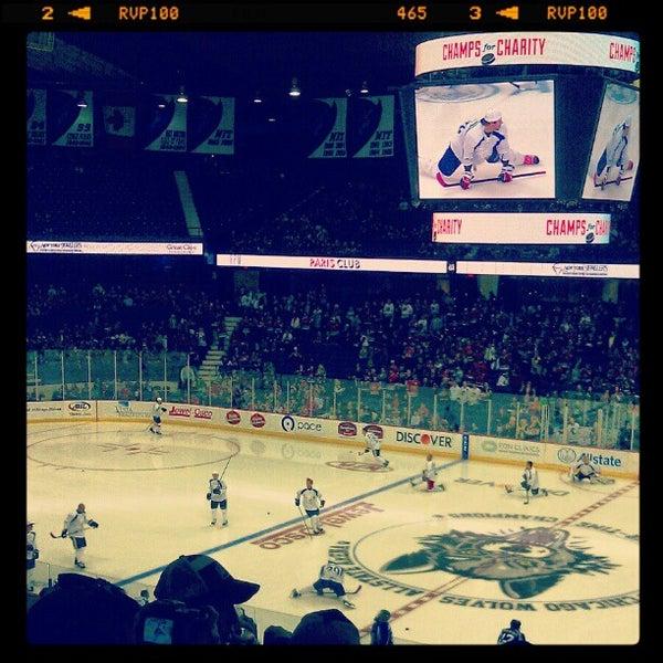 รูปภาพถ่ายที่ Allstate Arena โดย Sarah K. เมื่อ 10/27/2012