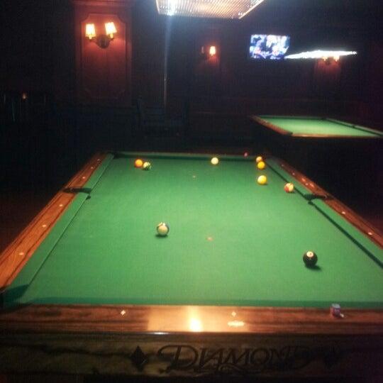 Foto tomada en Society Billiards + Bar por Michael K. el 1/22/2013