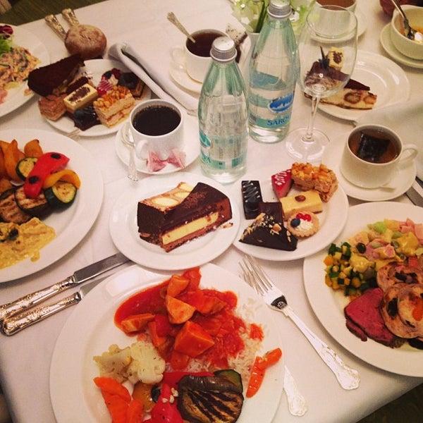 Foto scattata a Radisson Royal Hotel da Oksana il 2/20/2013
