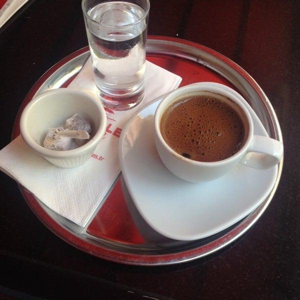 Das Foto wurde bei Cafe Locale İstanbul von Banu GY am 9/11/2014 aufgenommen