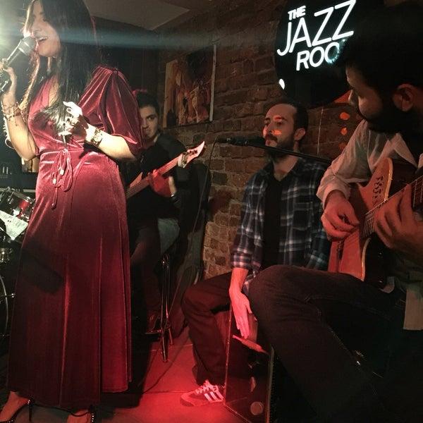 Das Foto wurde bei Mekan Kalamış Sakman Club von Ayla E. am 11/20/2016 aufgenommen