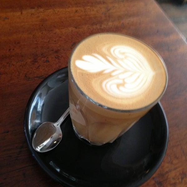 Photo prise au Kaffeine par Andrew M. le7/13/2013