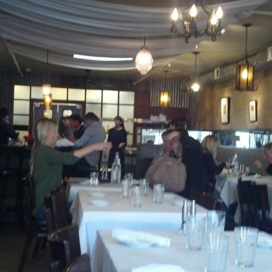 2/17/2014 tarihinde Derek B.ziyaretçi tarafından Los Olivos Wine Merchant Cafe'de çekilen fotoğraf