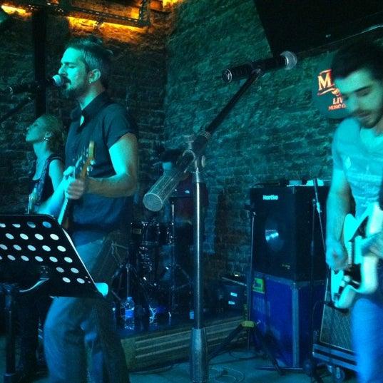 Foto diambil di Mask Live Music Club oleh Kadir pada 11/7/2012
