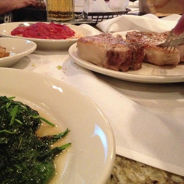 Photo prise au Vincent's par Amy D. le11/16/2012