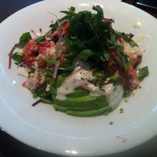 Снимок сделан в SOUTHGATE Bar & Restaurant пользователем Jeanie 11/13/2012