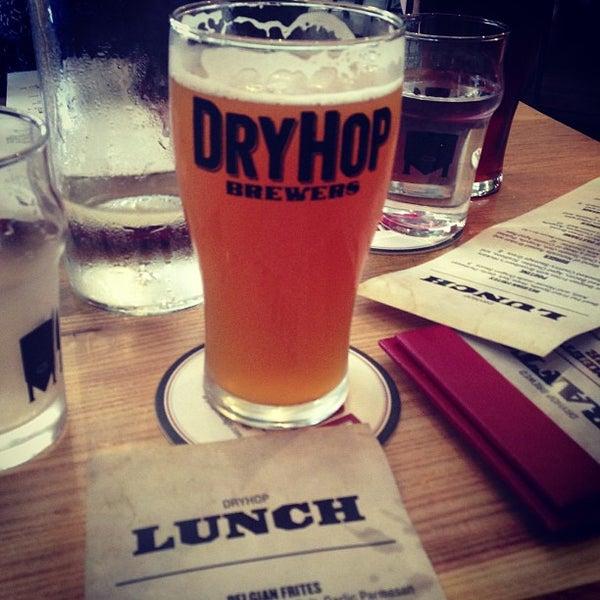 6/23/2013에 rex c.님이 DryHop Brewers에서 찍은 사진
