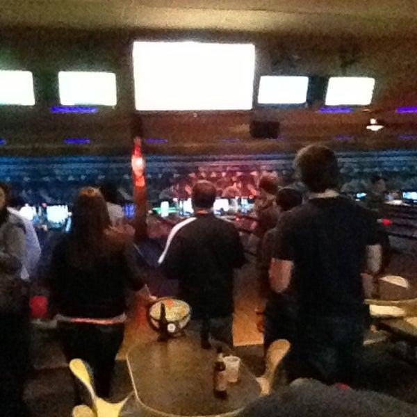 รูปภาพถ่ายที่ Park Tavern Bowling & Entertainment โดย Andrew B. เมื่อ 3/9/2013