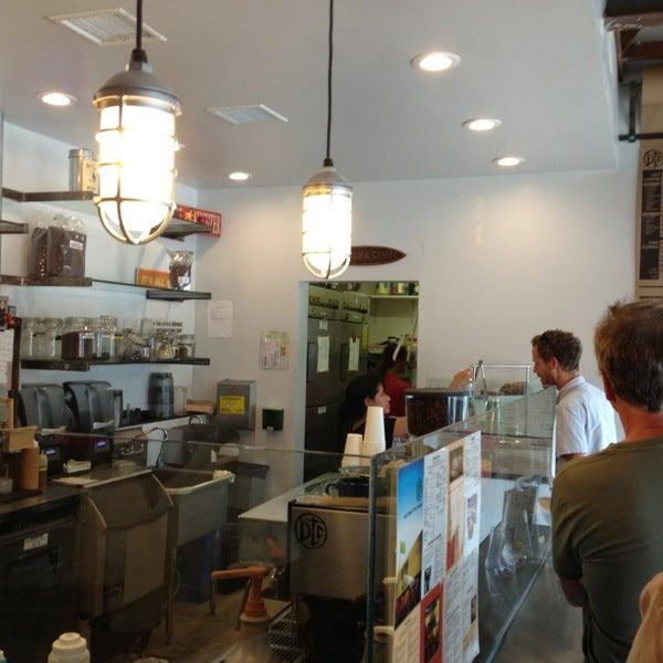 Foto tirada no(a) Dogtown Coffee por Saikat B. em 7/5/2013