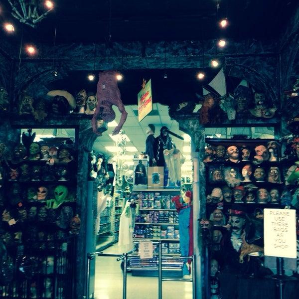Das Foto wurde bei Hollywood Toys & Costumes von @renobartilotti am 11/9/2013 aufgenommen