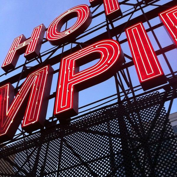 Foto tirada no(a) The Empire Hotel Rooftop por Annie em 7/16/2013