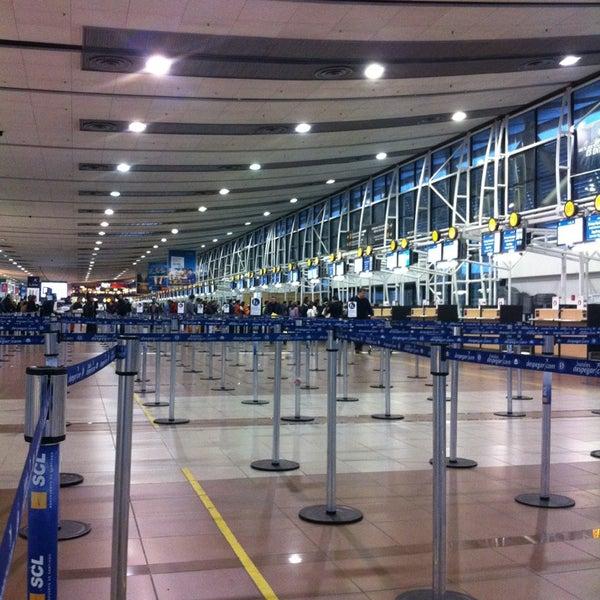 Foto tomada en Aeropuerto Internacional Comodoro Arturo Merino Benítez (SCL) por Rulo C. el 9/6/2013