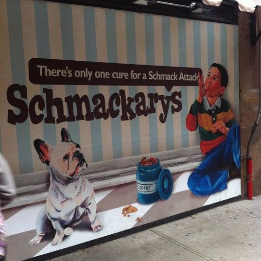 รูปภาพถ่ายที่ Schmackary's โดย Ron R. เมื่อ 12/9/2012