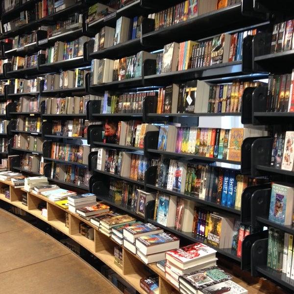 Foto tirada no(a) The American Book Center por Arwind G. em 10/12/2013