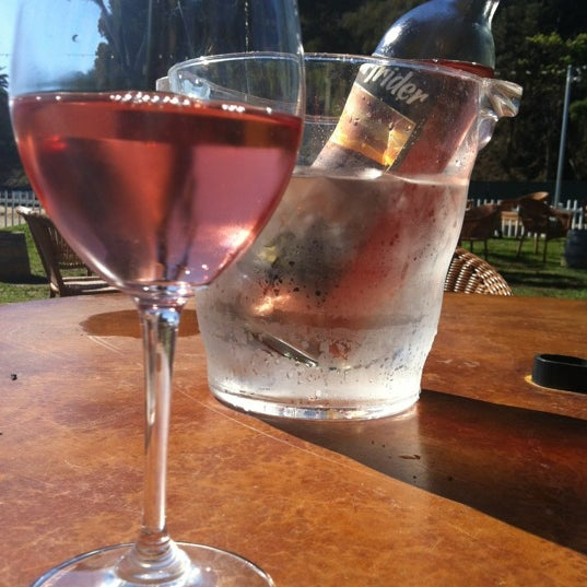 Photo prise au Rosenthal Wine Bar & Patio par Heather T. le10/15/2012