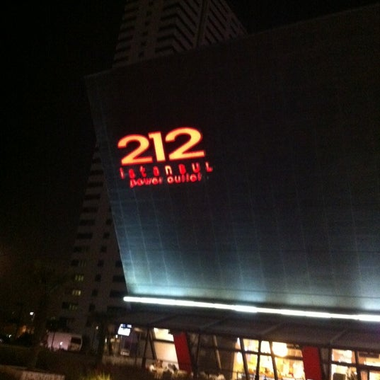 Foto scattata a 212 İstanbul Power Outlet da S€£!N💅 il 10/27/2012