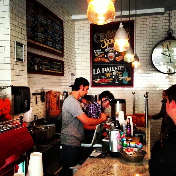 รูปภาพถ่ายที่ Croissanteria โดย Luis S. เมื่อ 4/13/2013