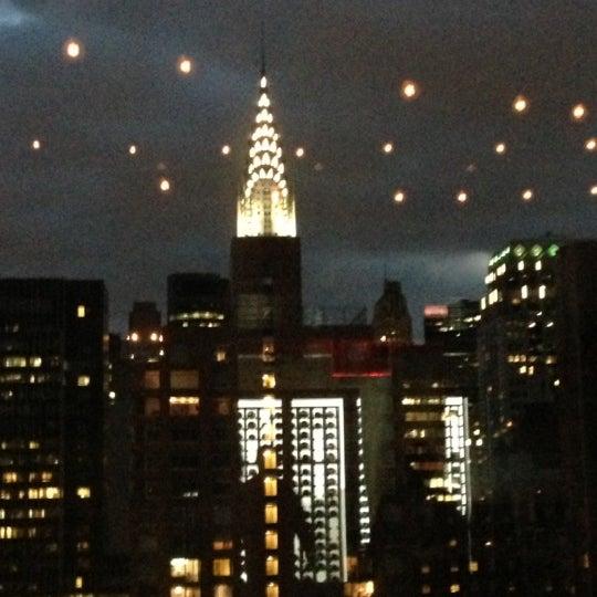 รูปภาพถ่ายที่ Upstairs โดย Luis S. เมื่อ 11/3/2012