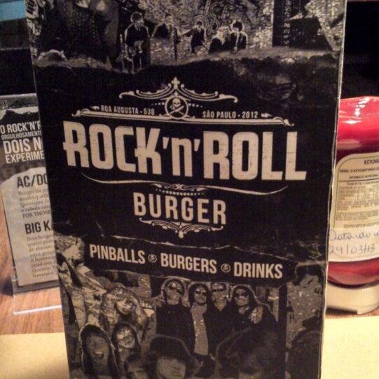 3/30/2013 tarihinde Renan C.ziyaretçi tarafından Rock 'n' Roll Burger'de çekilen fotoğraf