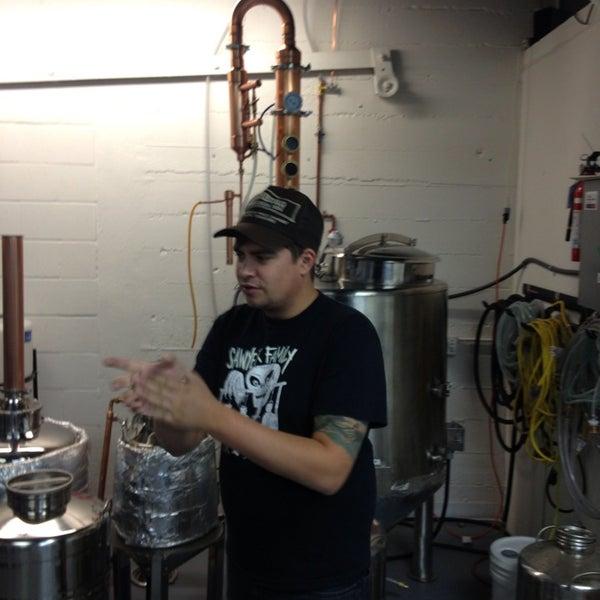 Foto tomada en Eastside Distilling por Arturo el 7/28/2013