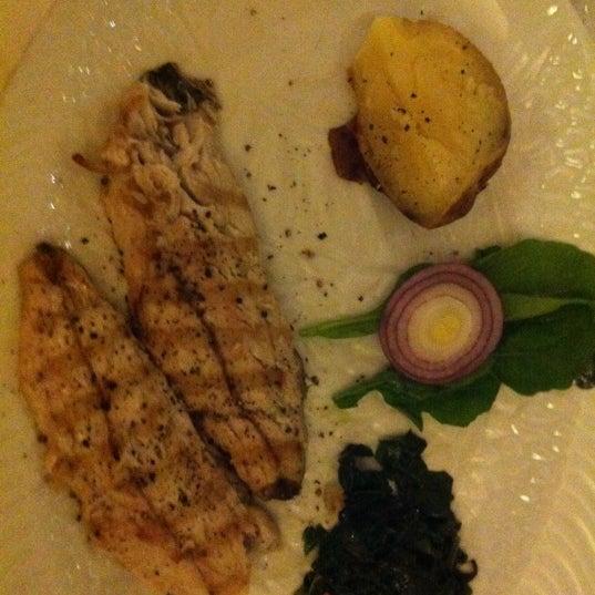 Foto tomada en Trilye Restaurant por Melike el 11/3/2012