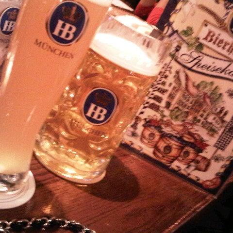 Foto diambil di Hofbräu Bierhaus NYC oleh YY pada 1/15/2013