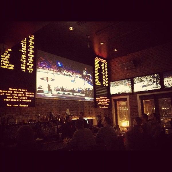 Das Foto wurde bei Redline von Forrest K. am 11/24/2012 aufgenommen