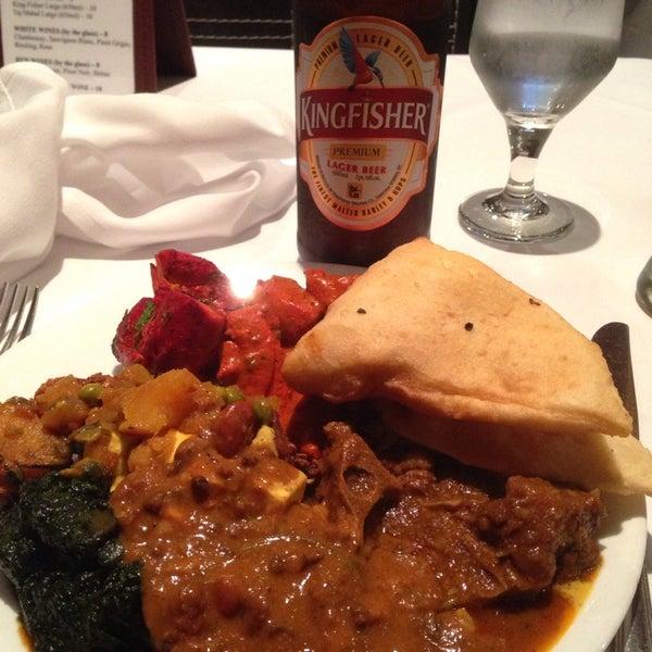 Photo prise au 2 Darbar Grill Fine Indian Cuisine par Alejito le12/1/2014