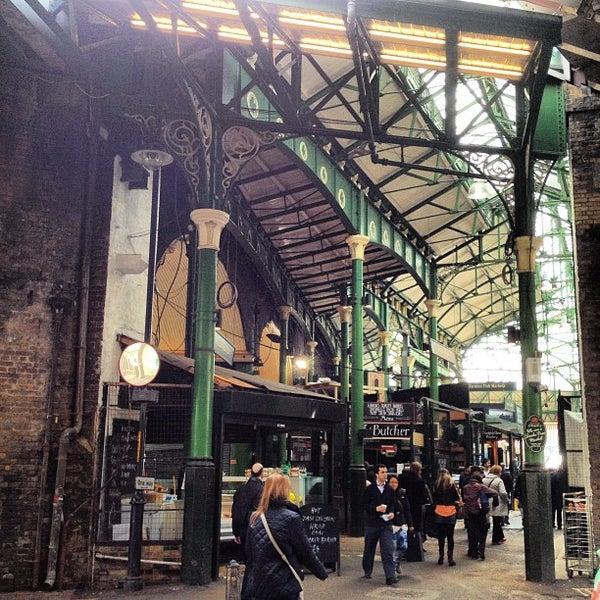 Foto tirada no(a) Borough Market por Larissa B. em 4/11/2013
