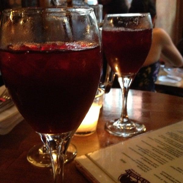 รูปภาพถ่ายที่ Las Ramblas Bar de Tapas โดย Carol L. เมื่อ 6/1/2013