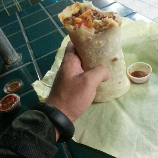 Foto tomada en Taco Fiesta por JMS el 11/30/2012