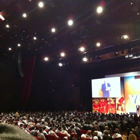 Das Foto wurde bei İstanbul Kongre Merkezi von Yasemin B. am 11/24/2012 aufgenommen