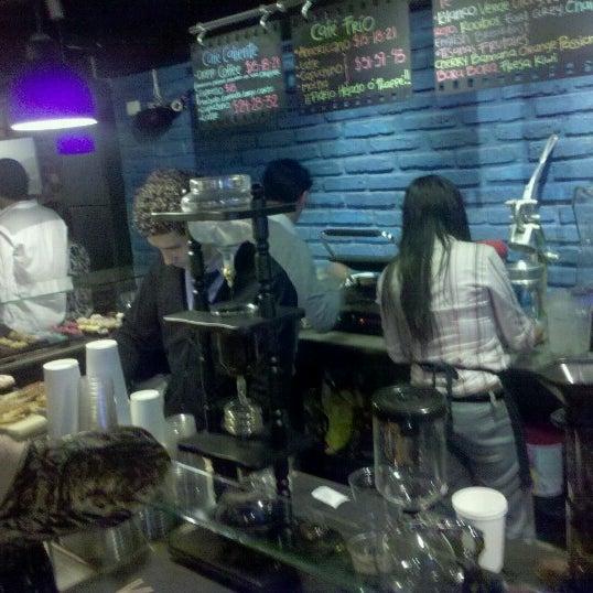 Foto diambil di Arts & Coffee Co. oleh Luis J. pada 11/18/2012