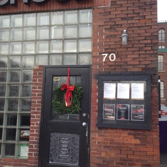 12/18/2012 tarihinde Brett L.ziyaretçi tarafından SCHOOL Restaurant'de çekilen fotoğraf
