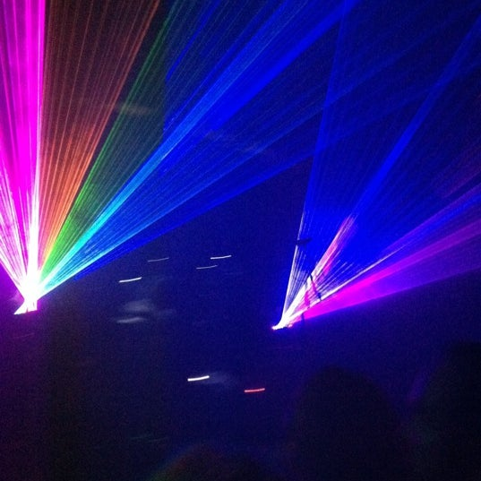 รูปภาพถ่ายที่ Warehouse Live โดย Hope เมื่อ 10/27/2012