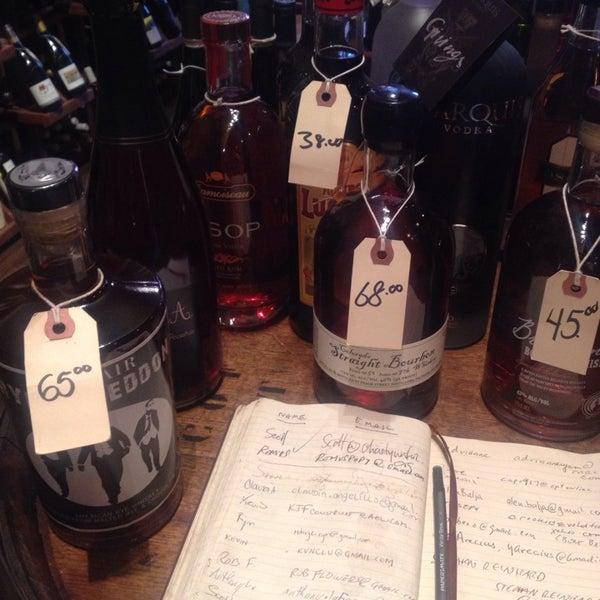 Foto tomada en Maslow 6 Wine Bar and Shop por Sarah el 5/10/2014