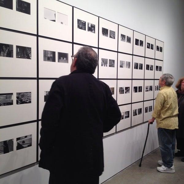 Photo prise au Bruce Silverstein Gallery par Sarah le10/30/2014
