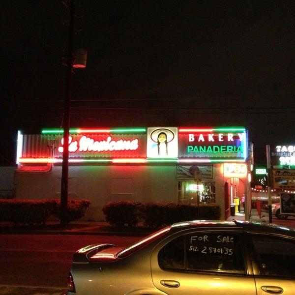 Снимок сделан в La Mexicana Bakery пользователем John R. 2/18/2013