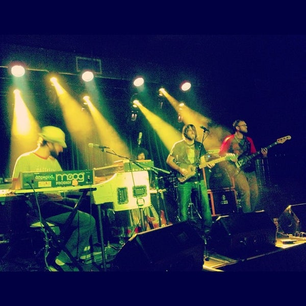 รูปภาพถ่ายที่ The Stage โดย Erica B. เมื่อ 10/12/2012