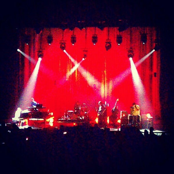 Foto diambil di The Fillmore Miami Beach at The Jackie Gleason Theater oleh Erica B. pada 10/1/2012